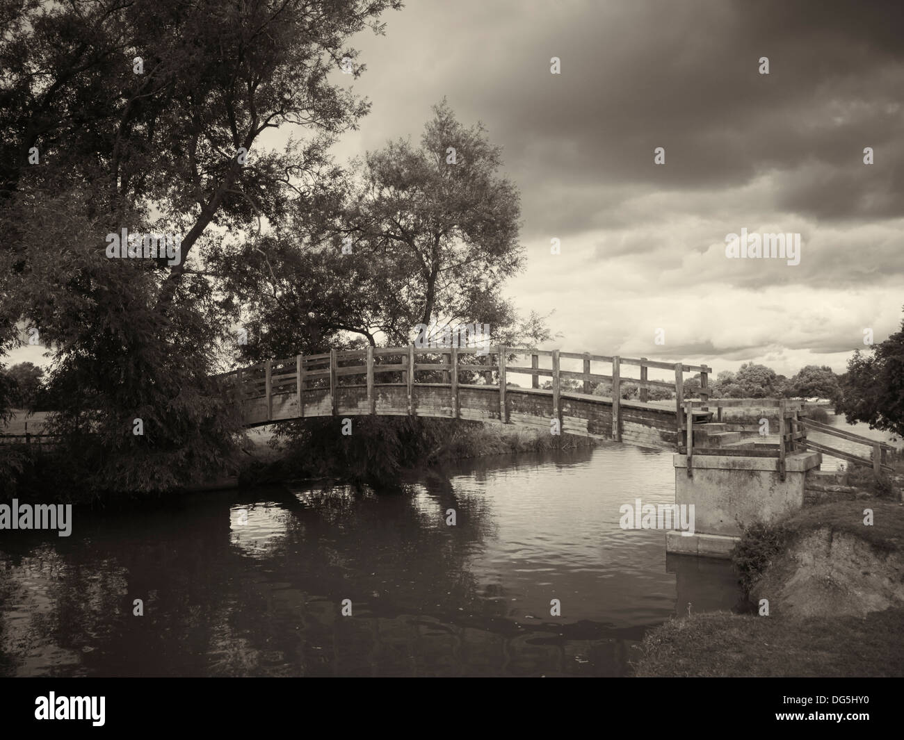 Footbridge over the River Thames, Lechlade, England - Stock Image