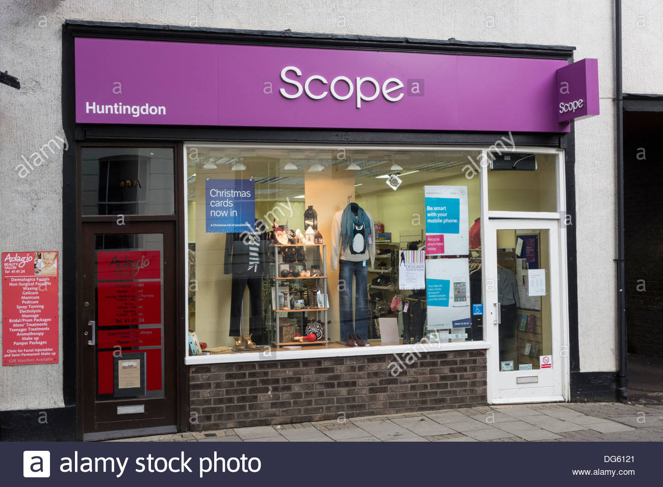 Scope charity shop in the High Street, Huntingdon - Stock Image
