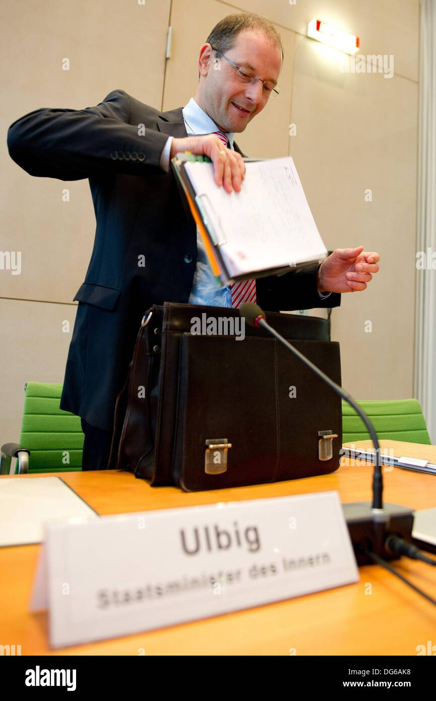 Dresden, Germany. 15th Oct, 2013. Saxony's Minister of the Interior Markus Ulbig (CDU) unpacks his briefcase at a special meeting of the Saxon committee of the interior at the Saxon state parliament in Dresden, Germany, 15 October 2013. The special meeting was about the violent commotion at the refugee centre in Chemnitz three weeks ago. Photo: SEBASTIAN KAHNERT/dpa/Alamy Live News - Stock Image