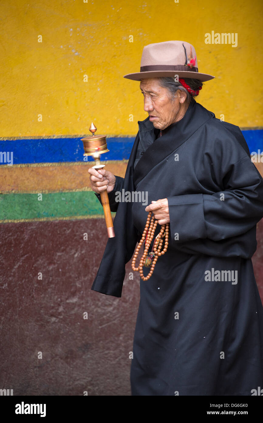 Unidentified Tibetan woman praying around the Palkhor Temple in Gyangtse, built in the 15th century and is situated west of Gyan - Stock Image