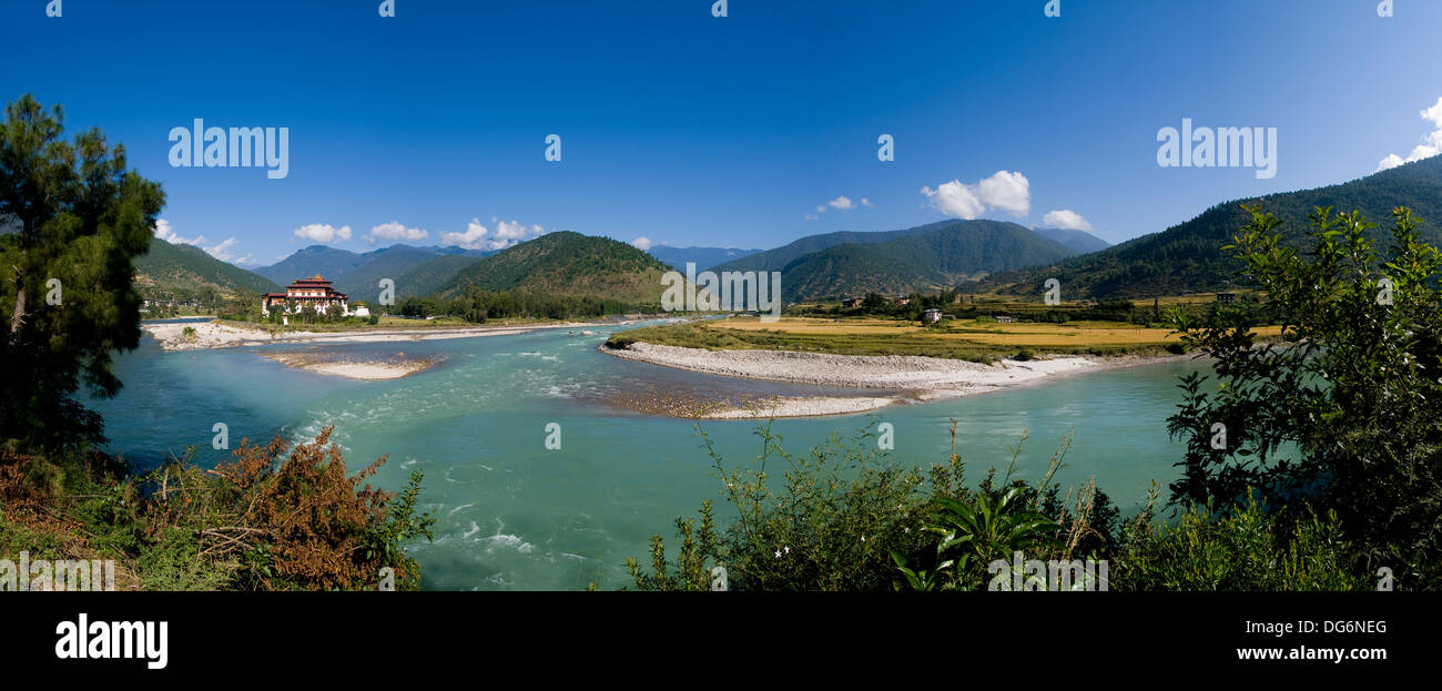 Panorama shot of the Punakha Dzong and the Mo Chhu river in Bhutan - Stock Image