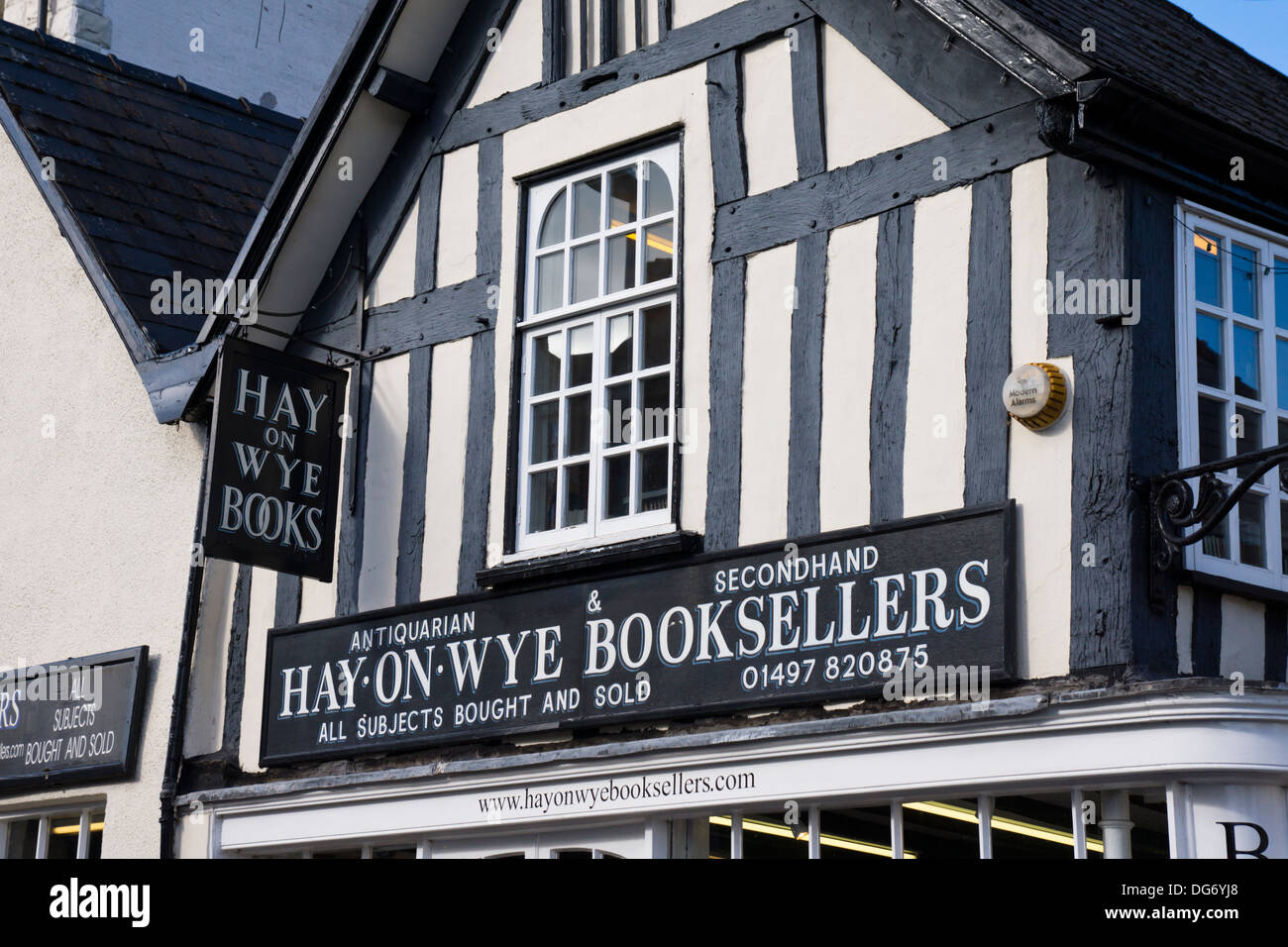Hay-on Wye a small town in Powys Wales famous for its bookshops and Literary festival.  Hay-on-Wye Booksellers - Stock Image