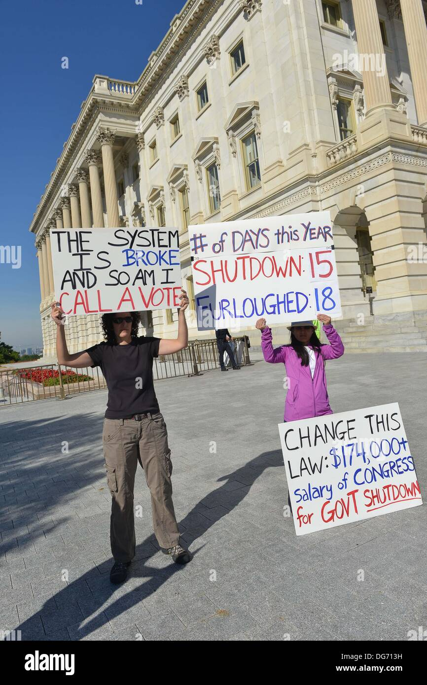 Washington, DC, USA. 15th Oct, 2013. A small group of demonstrators protests the government shutdown outside the Stock Photo