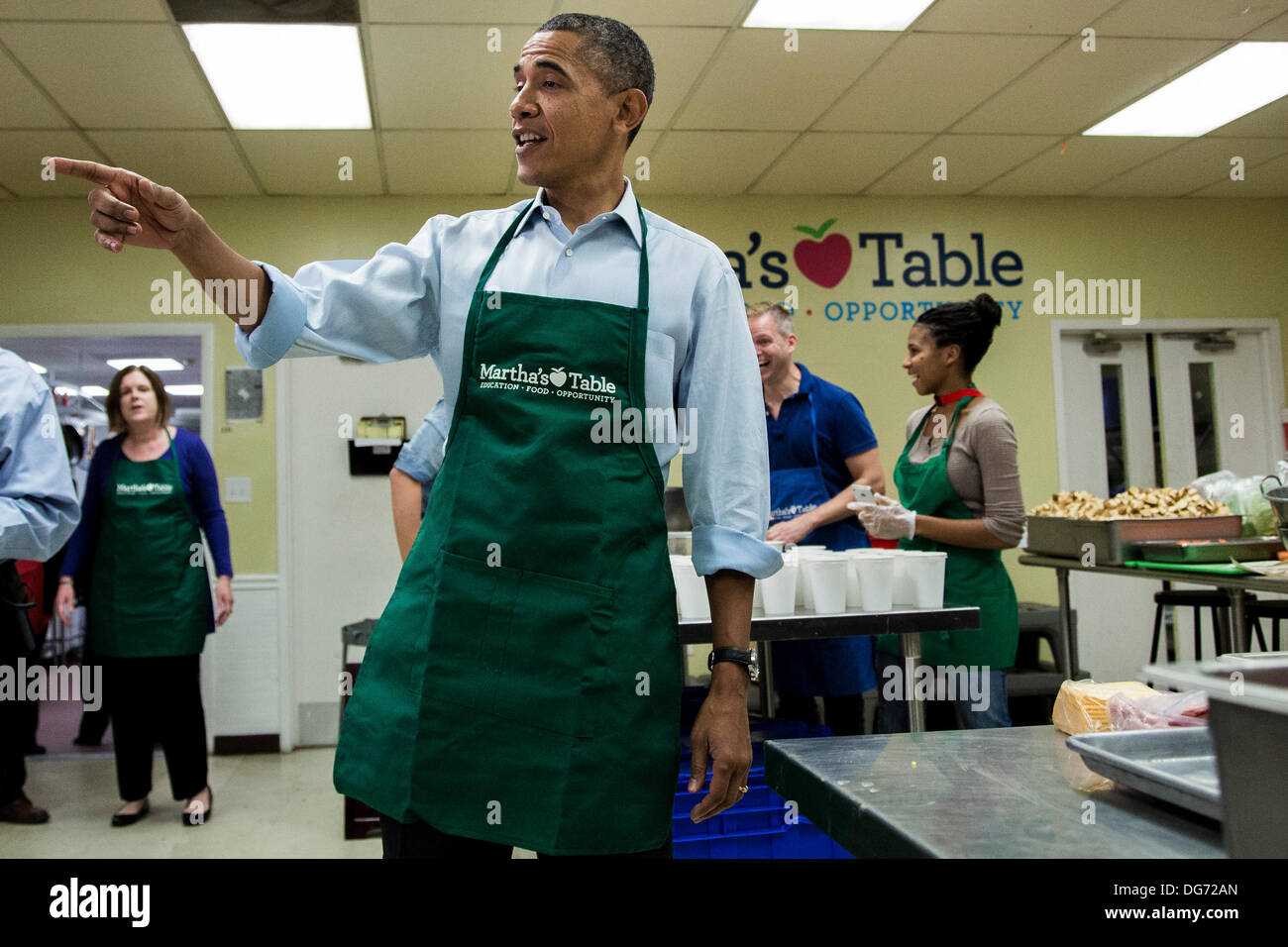 Washington, DC In a statement to the press, the President called on Congress to end the budget stalemate and allow federal employees to return to work. 14th Oct, 2013. United States President Barack Obama visits with furloughed federal workers volunteering at a Martha's Table kitchen on October 14, 2013 in Washington, DC In a statement to the press, the President called on Congress to end the budget stalemate and allow federal employees to return to work. Credit: T.J. Kirkpatrick / Pool via CNP/dpa/Alamy Live News - Stock Image