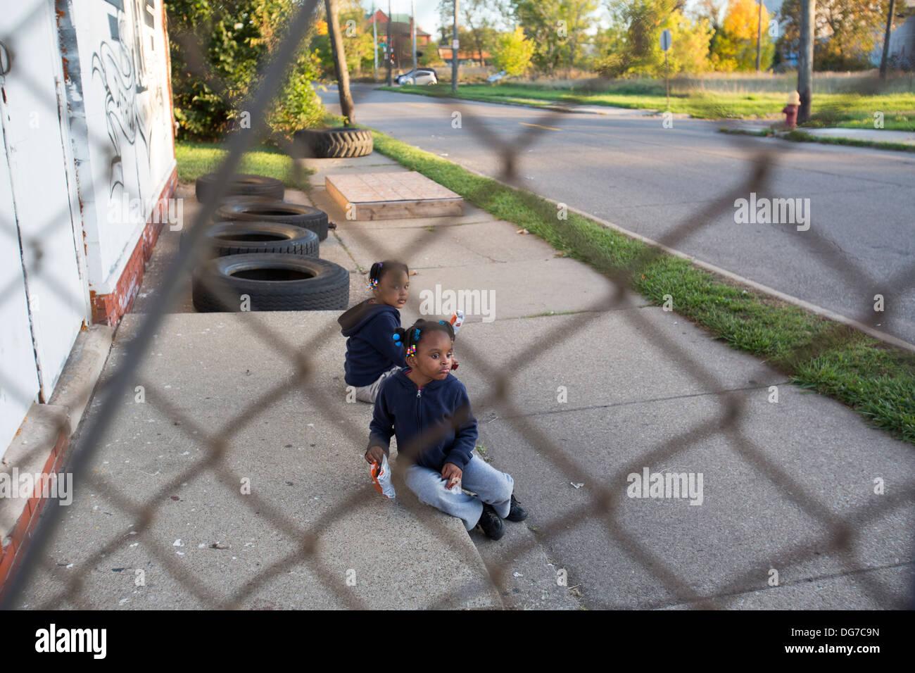 Girls on Sidewalk in Detroit - Stock Image
