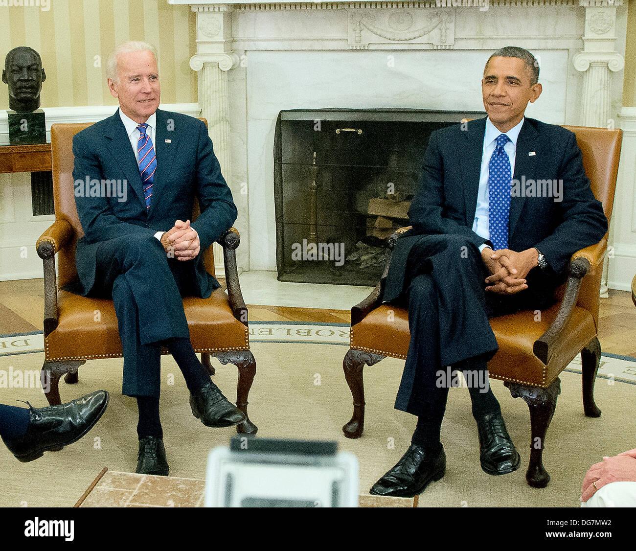 Washington, DC, USA. 15th Oct, 2013. United States President Barack Obama and U.S. Vice President Joe Biden meet Stock Photo