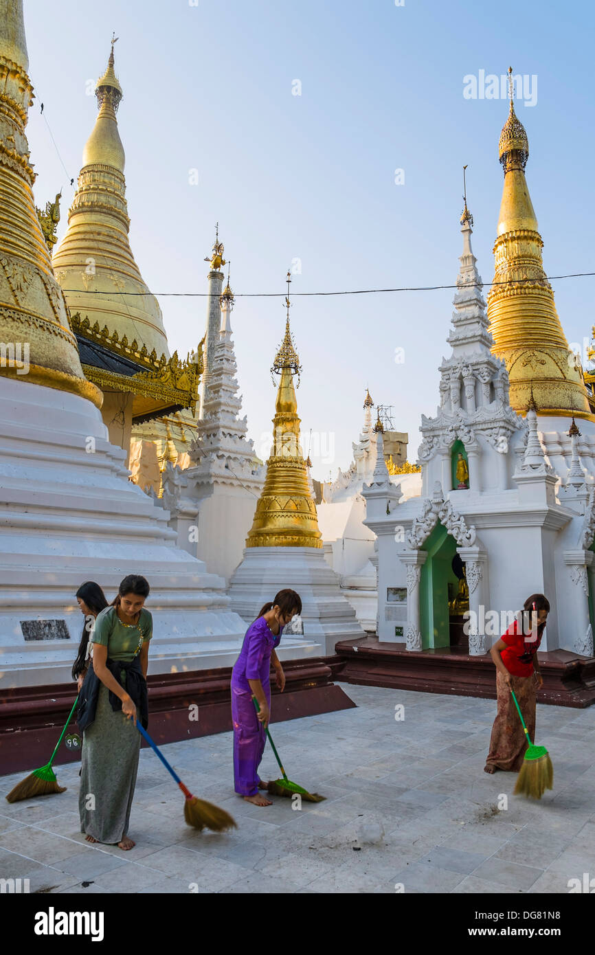 Women sweeping the Shwedagon pagoda, Yangon, Myanmar, Asia - Stock Image