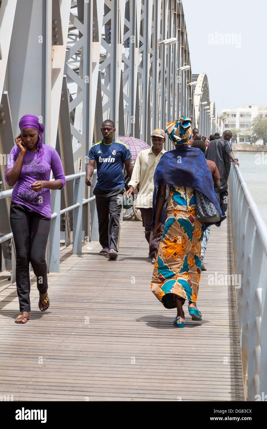 Senegal, Saint Louis. Pedestrians on the Pont Faidherbe, Bridge over the River Senegal. Built 1897. - Stock Image