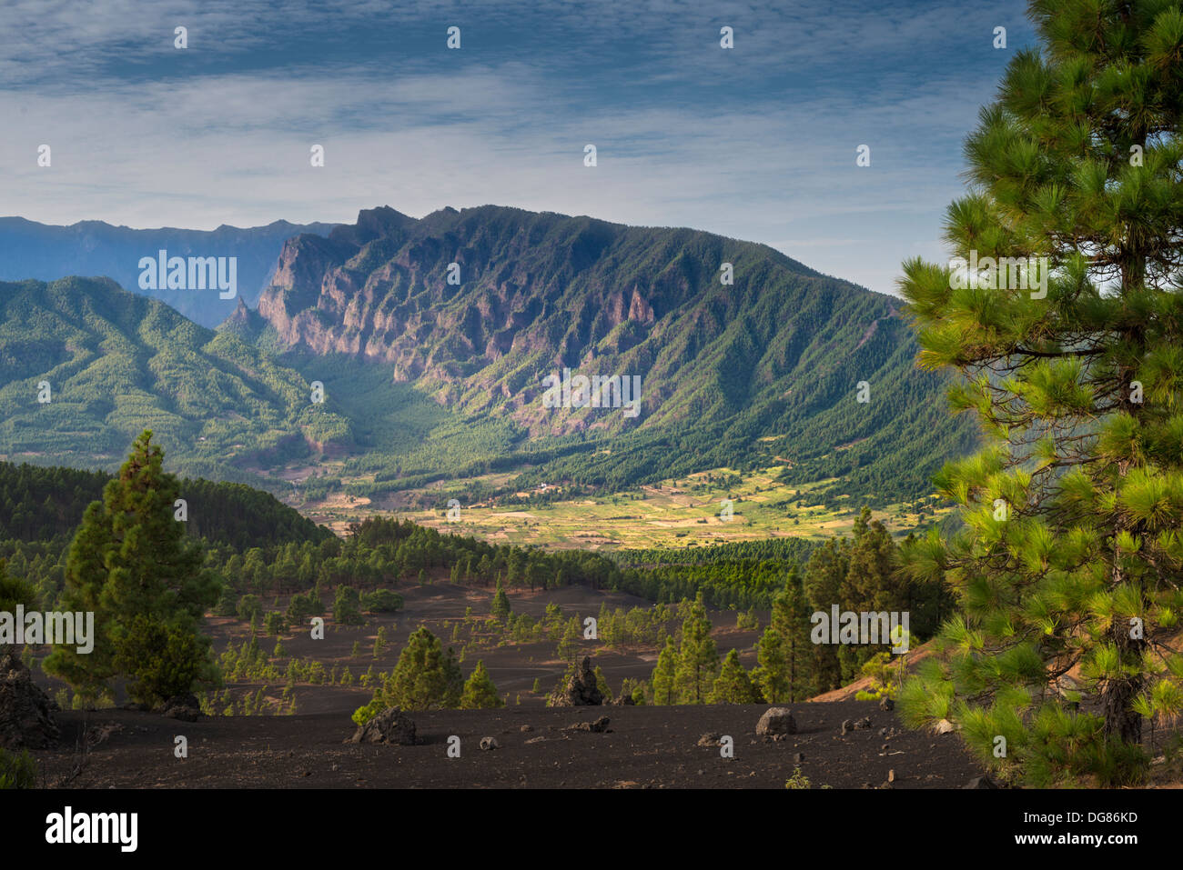View towards the Cumbre Nueva mountain ridge, with the eastern end of Pico Bejenado volcano middle left, from Llano - Stock Image