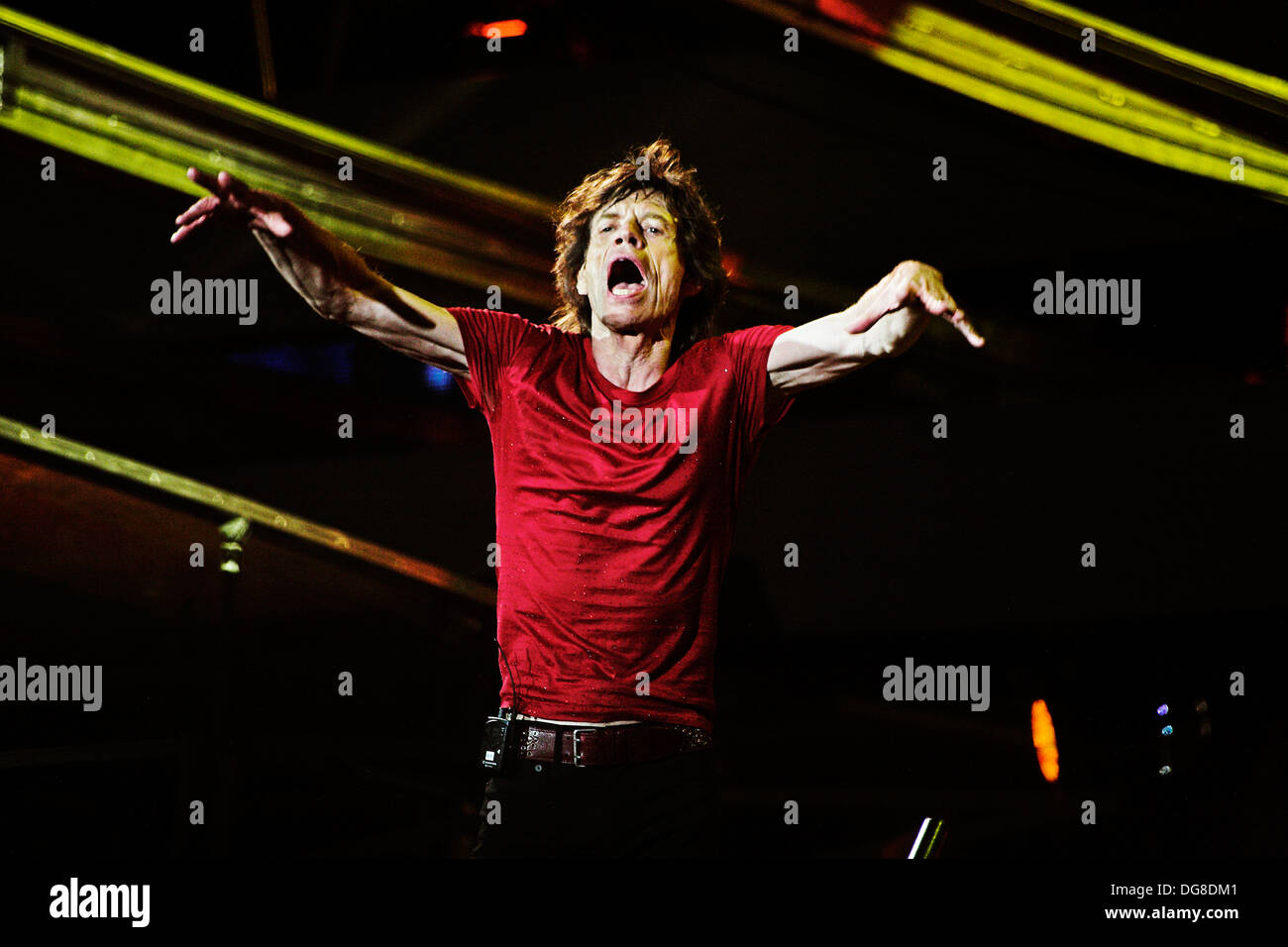 Rolling Stones, Mick Jagger on stage looking out into audience at Stade du France - Stock Image