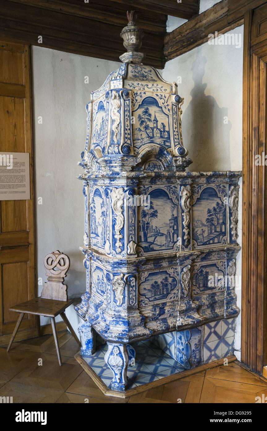 Elk213-1348v France, Alsace, Strasbourg, Alsatian Museum, porcelain heater - Stock Image