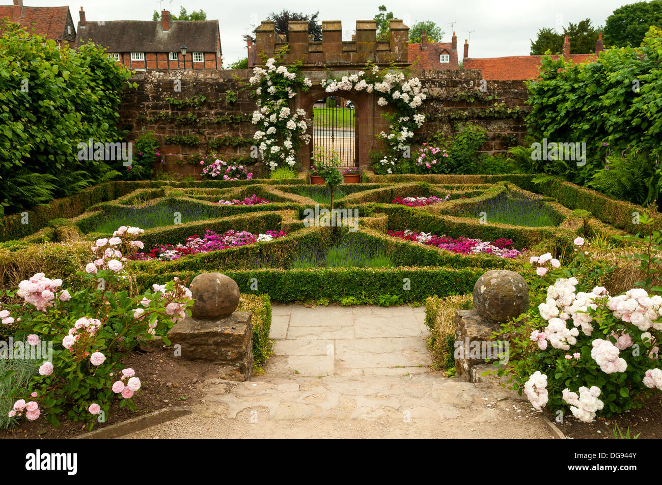 Kenilworth Castle Gardens Stock Photos & Kenilworth Castle Gardens ...
