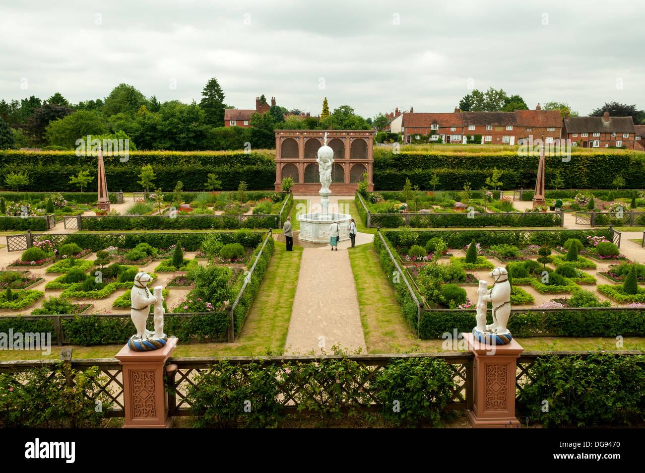 Elizabethan Gardens, Kenilworth Castle, Kenilworth, Warwickshire, England - Stock Image