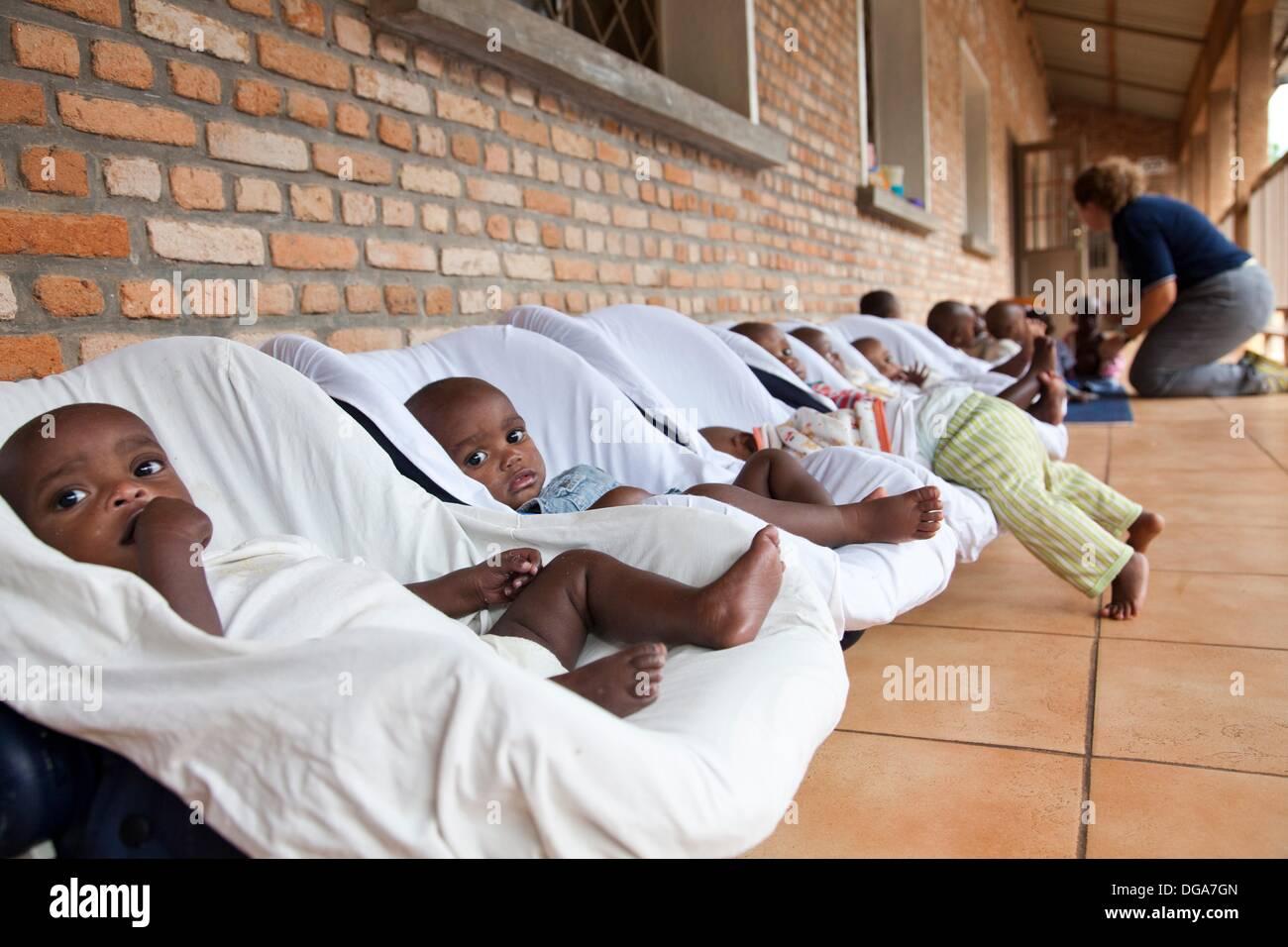 Burundi, Doctor who takes care of orphaned children - Stock Image