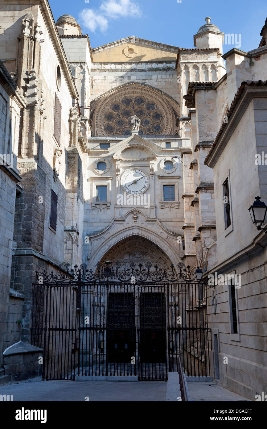 Calle Chapineria in Toledo, Spain, dedicated to Don Vicente Blasco Ibanez, side entrance to the Cathedral Santa Maria de Toledo - Stock Image