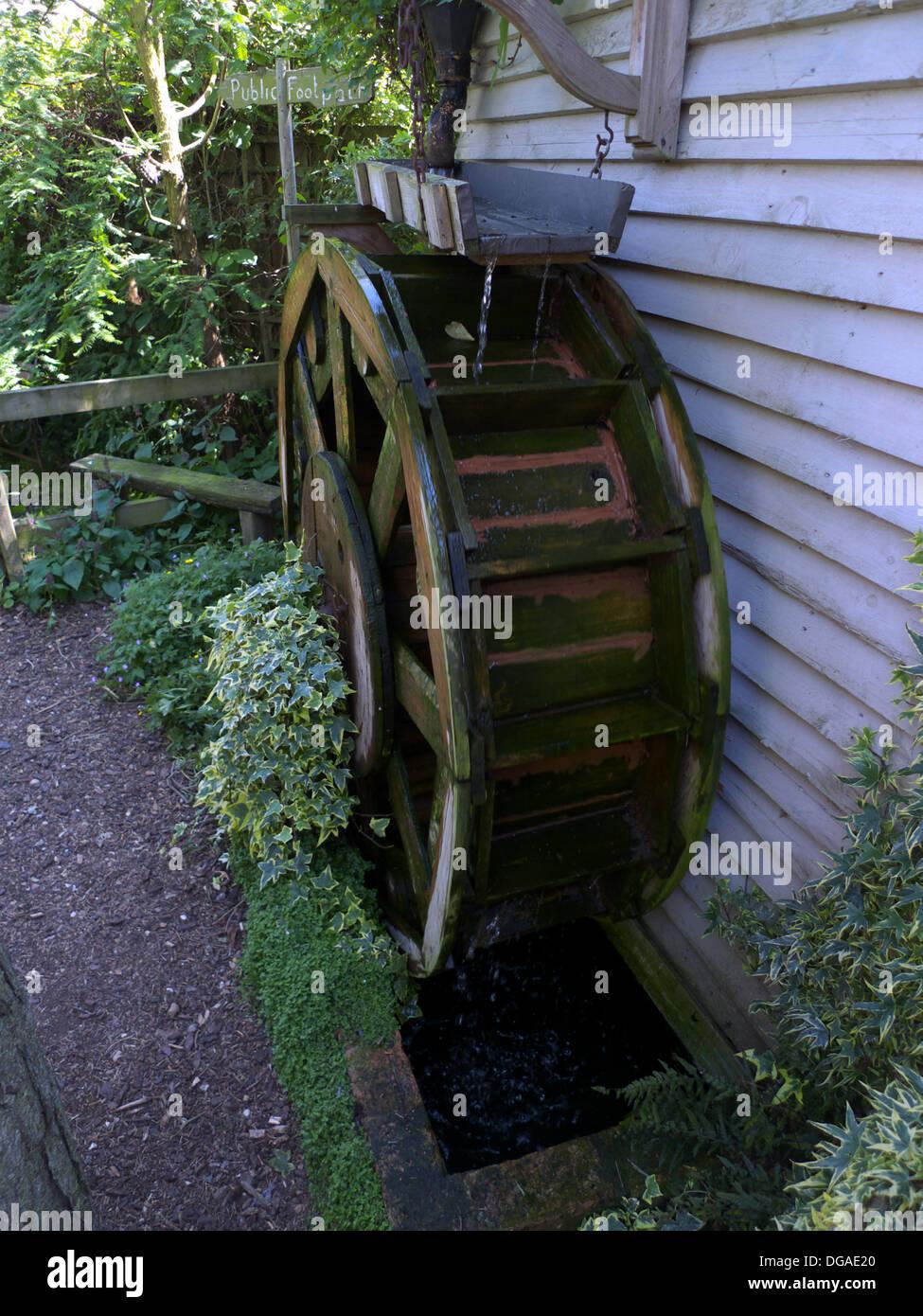 Superbe Mock Water Wheel, Garden Feature, Bedfordshire, UK Stock ...