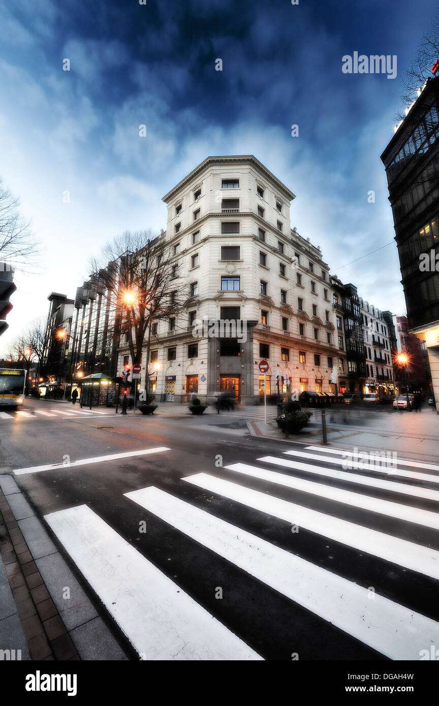 Crosswalk on the Gran Via de Bilbao in a renovated building in the background - Stock Image