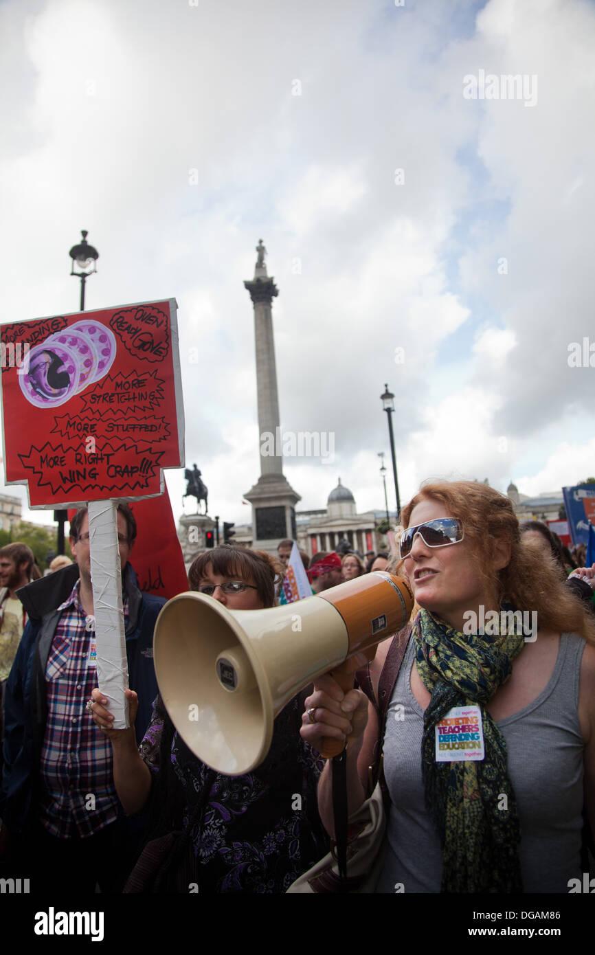 The demonstration passes Trafalgar Square and Nelson's column. - Stock Image