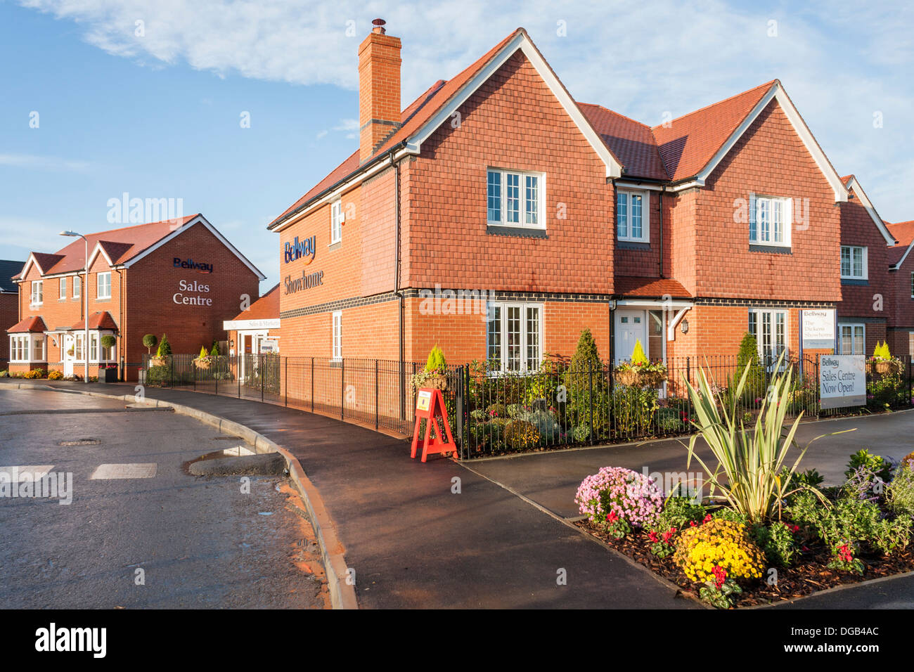 Bellway show home and sales centre at a new house build housing estate in 2013. Reading, Berkshire, South East England, GB, UK. - Stock Image