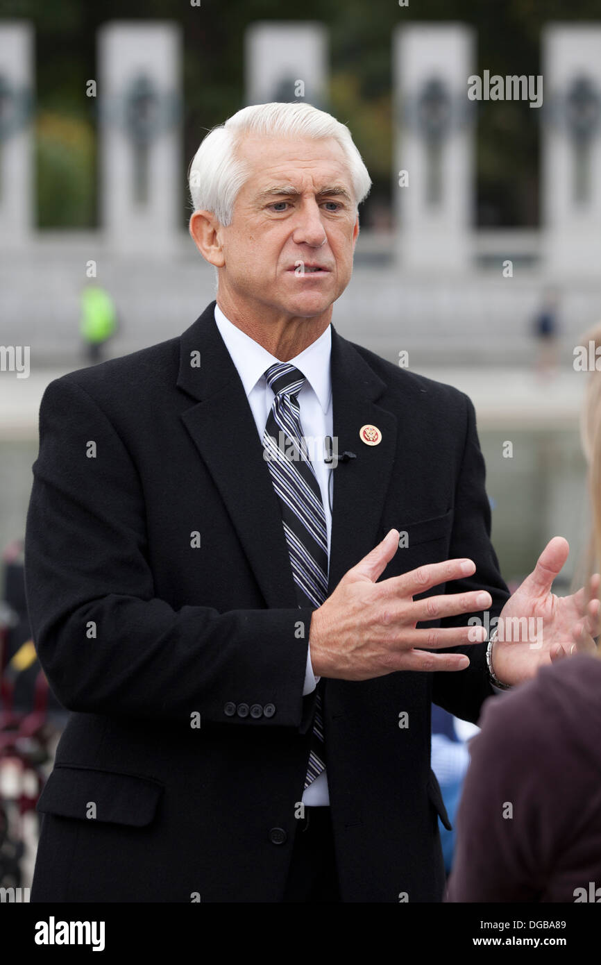Washington state Congressman Dave Reichert speaking with media at the National WWII Memorial - Washington, DC USA - Stock Image