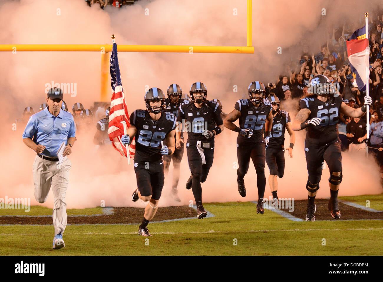 Chapel Hill, NC, USA. 17th Oct, 2013. October 17, 2013: North Carolina takes the field before the NCAA Football Stock Photo