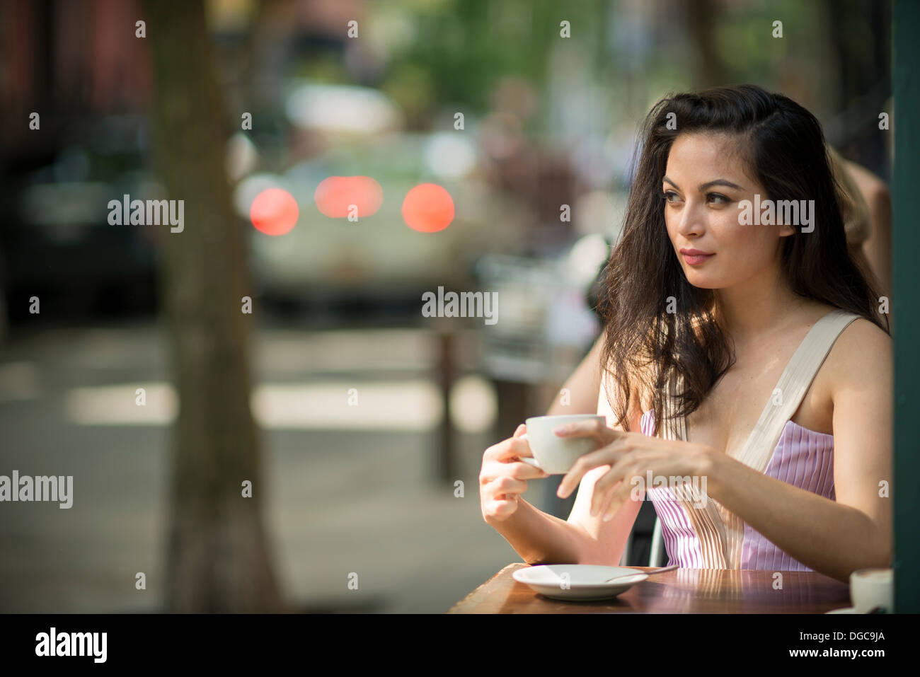 Mid adult women drinking coffee in pavement cafe - Stock Image