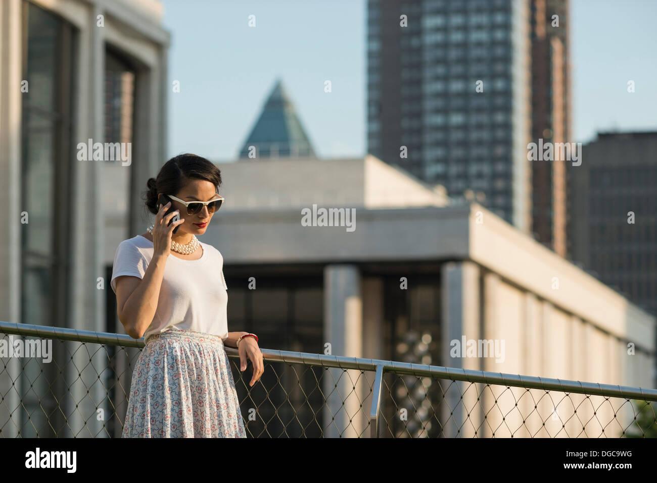 Mid adult women using mobile phone, Manhattan, New York - Stock Image