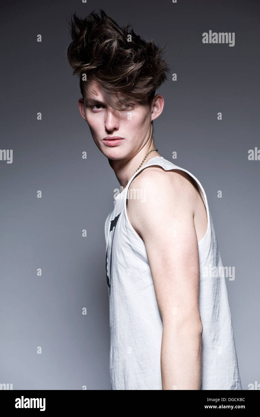 Young man in sleeveless t-shirt, portrait - Stock Image