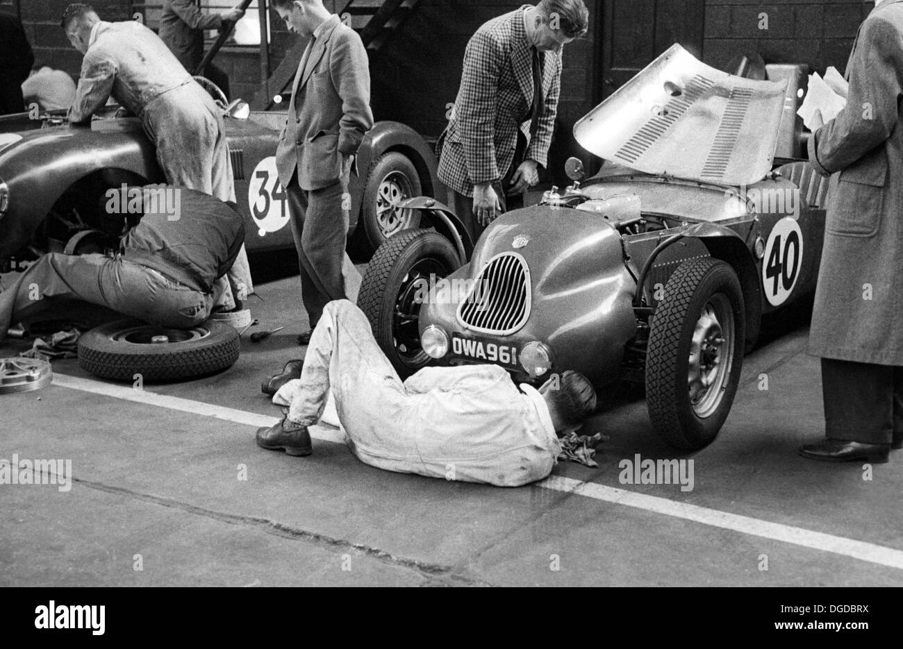 Preparation of the Jackson/Lane Lester T51 MG in a Belfast garage for the Dundrod TT, Northern Ireland,1953. - Stock Image