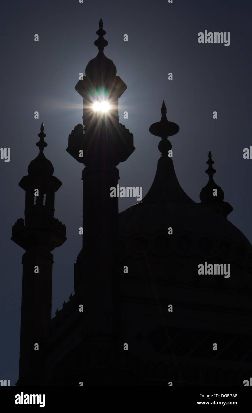 Rising sun shines through a tower at the Royal Pavilion, Brighton, UK - Stock Image