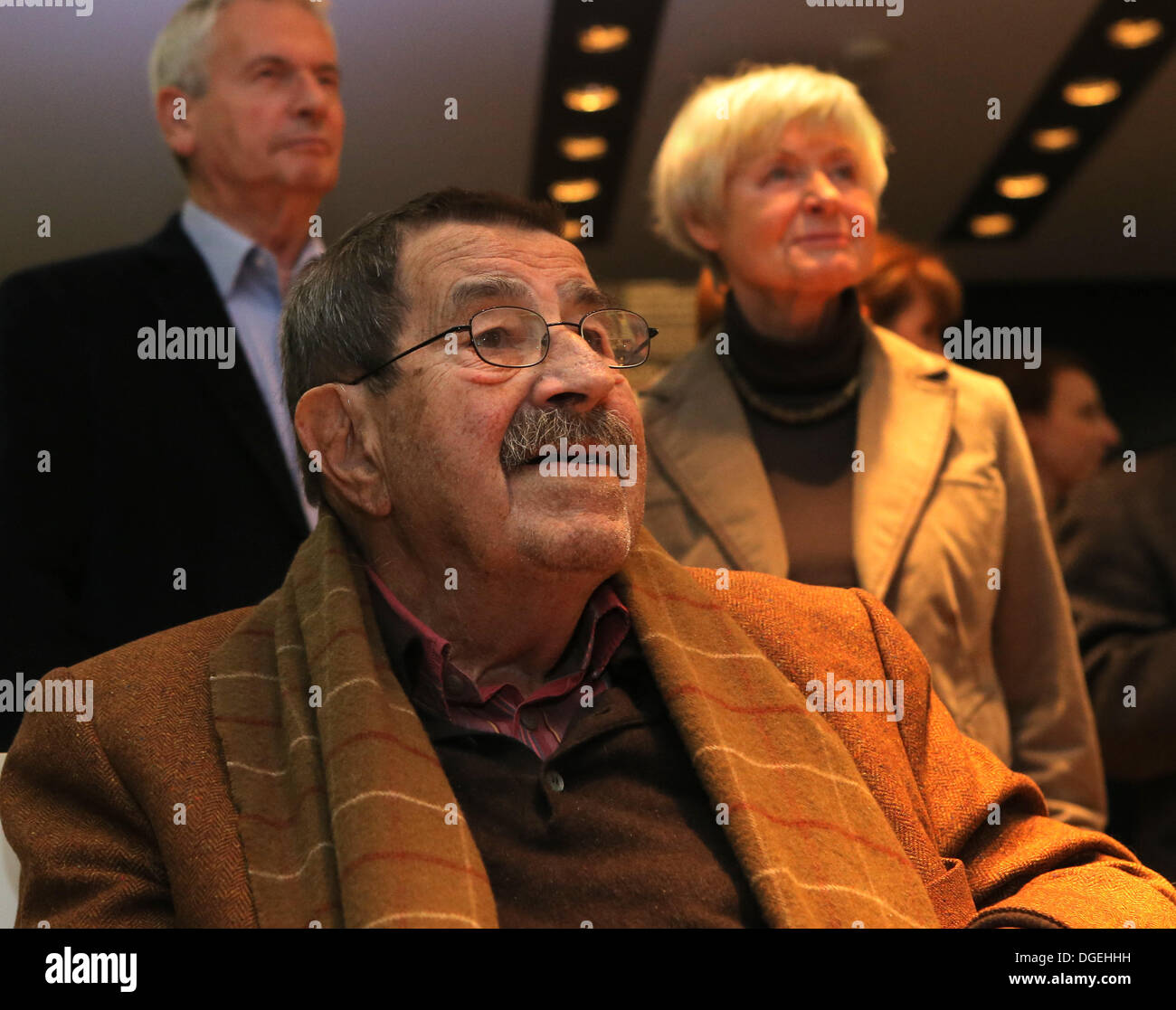 Luebeck, Germany. 18th Oct, 2013. German writer and recipient of the Nobel Prize in literature Guenter Grass attends his belated birthday party at the Guenter-Grass-Haus in Luebeck, Germany, 18 October 2013. Grass turned 86 on 16 October. Photo: Markus Scholz/dpa/Alamy Live News - Stock Image