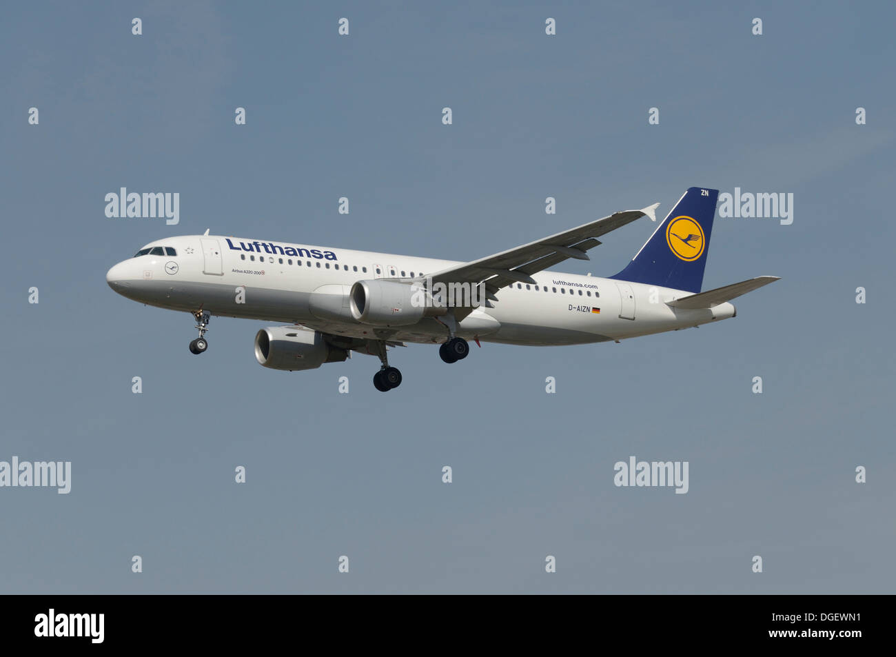 Lufthansa Airbus A320-200 on final approach - Stock Image