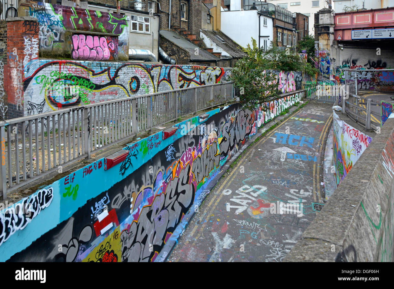 Closed off narrow street and adjacent walls and buildings covered in graffiti - Stock Image