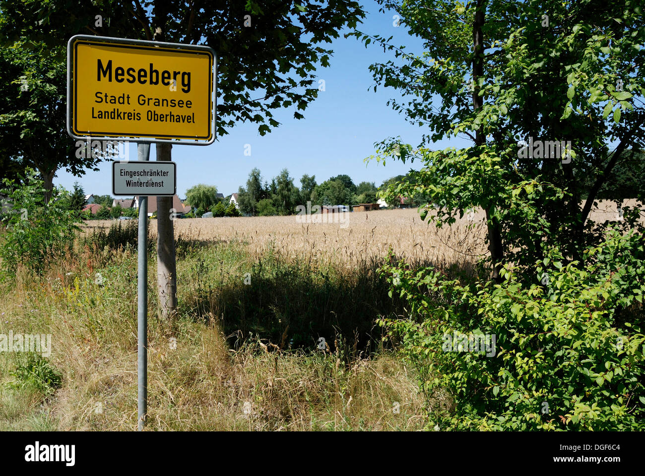 Signpost for Meseberg on the road to the Federal government guesthouse Meseberg Palace near Berlin. - Stock Image