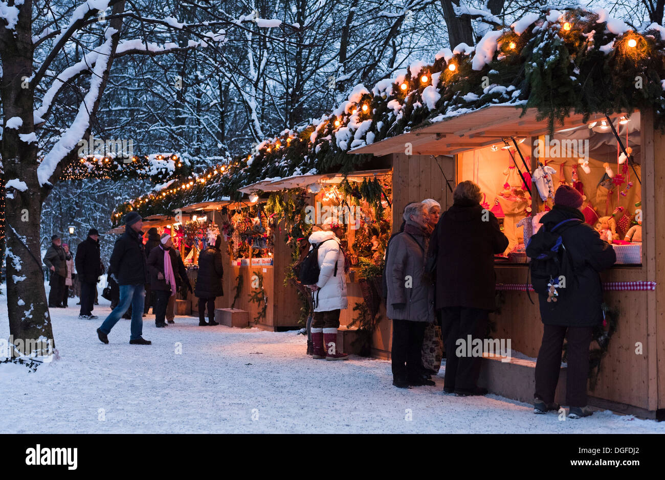 People strolling through the Christmas market in the English Garden, Munich, Upper Bavaria, Bavaria, Germany - Stock Image