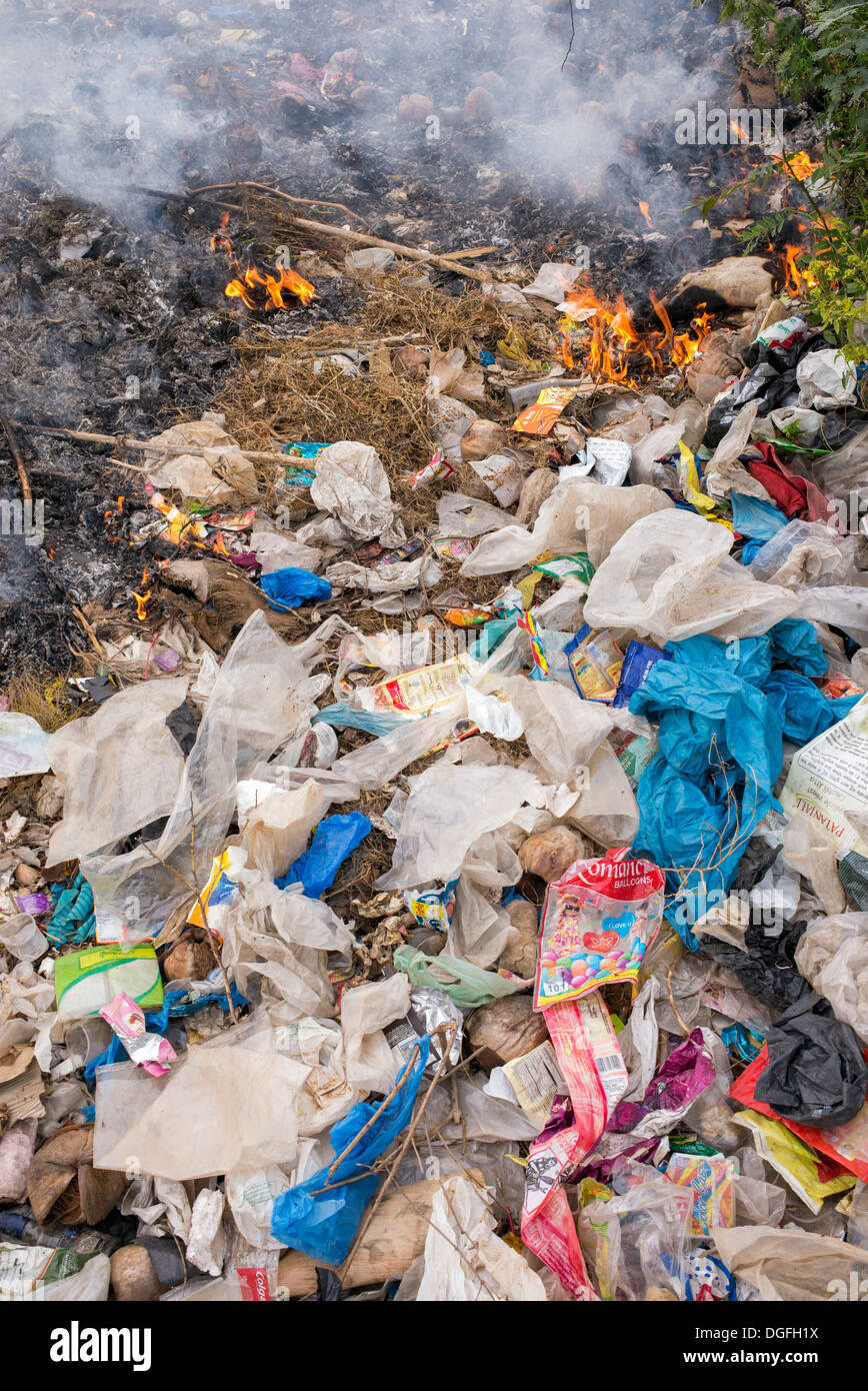 Burning plastic  waste in the Indian countryside - Stock Image