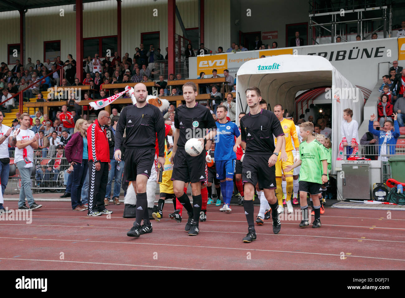 sports, football, Regional League West, 2013/2014, Rot Weiss Oberhausen versus Rot Weiss Essen 2:0, Stadium Niederrhein in Oberhausen, running-in, referee Martin Thomsen, assistant referees Markus Wollenweber and Dalibor Guzijan - Stock Image