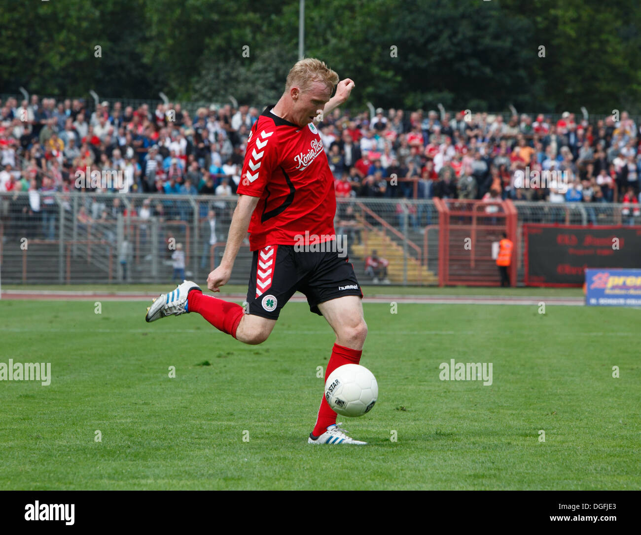 sports, football, Regional League West, 2013/2014, Rot Weiss Oberhausen versus Rot Weiss Essen 2:0, Stadium Niederrhein in Oberhausen, scene of the match, Christoph Caspari (RWO) - Stock Image