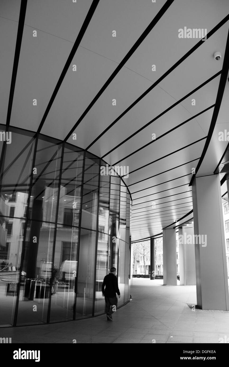 LONDON - SEPTEMBER 21: Entrance to the Willis Building on September 21, 2013, during the annual Open House event in London, UK. - Stock Image