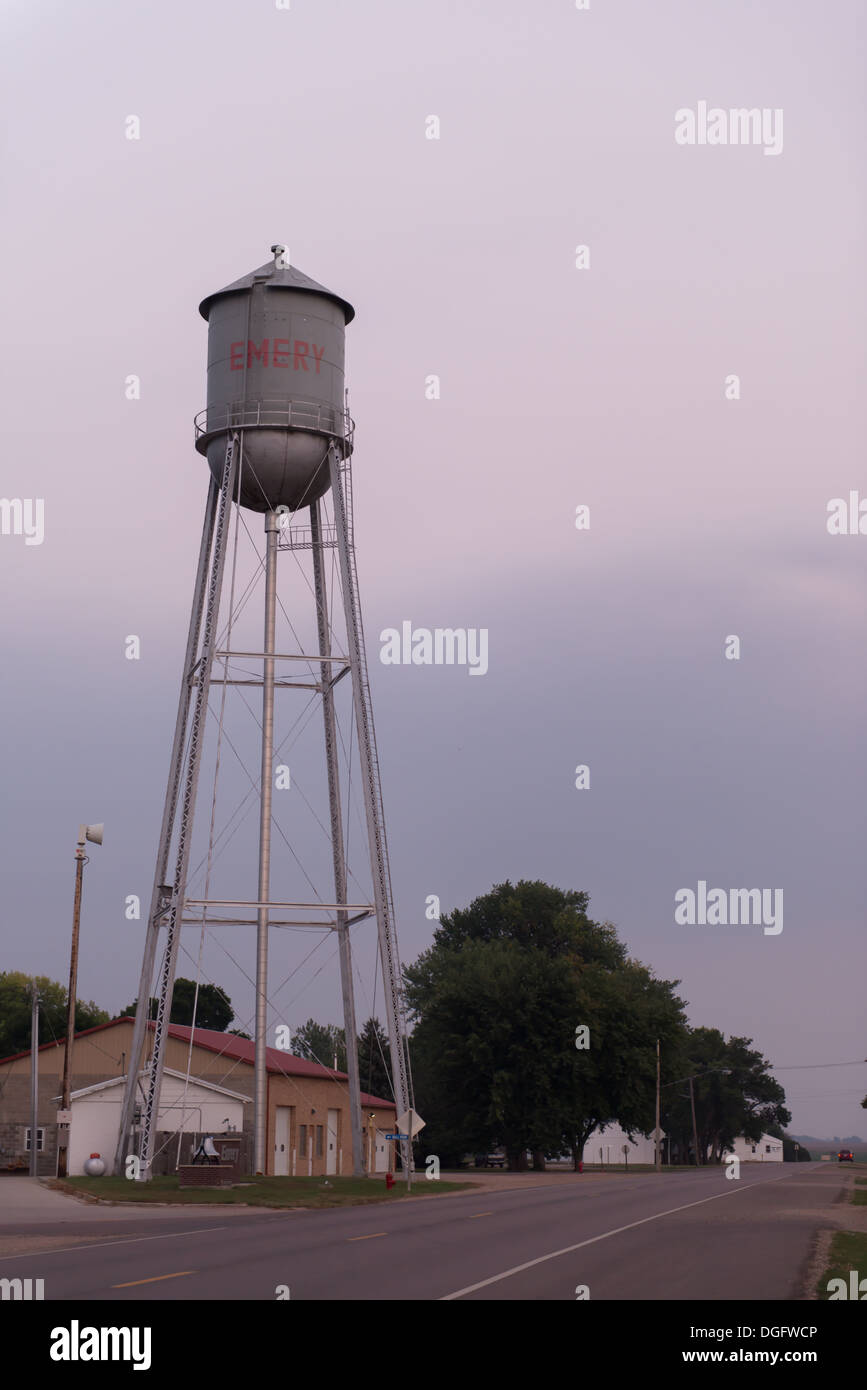 Water tower in the town of Emery, South Dakota, USA - Stock Image