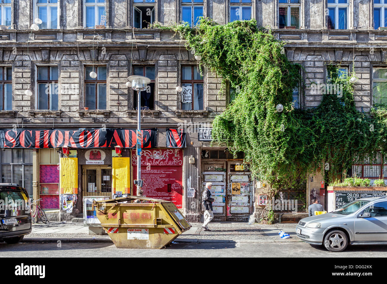 Old decrepit building home to Schokoladen with live music, bands, DJs and artists' studios in Ackerstrasse, Mitte, Berlin - Stock Image
