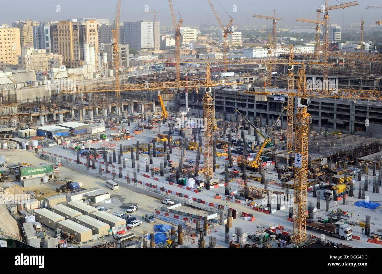 Doha, Qatar. 29th Aug, 2013. Aerial of construction sites in Doha, Qatar, 29 August 2013. Photo: Britta Pedersen/dpa/Alamy Live News - Stock Image