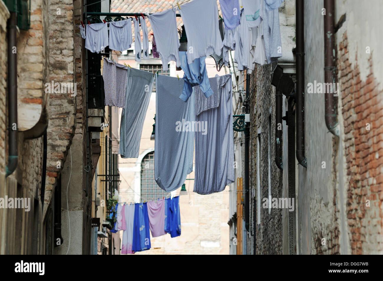 Closely built houses, washing hanging on washing lines stretched over a lane, Castello, Venice, Venezia, Veneto, Italy, Europe - Stock Image