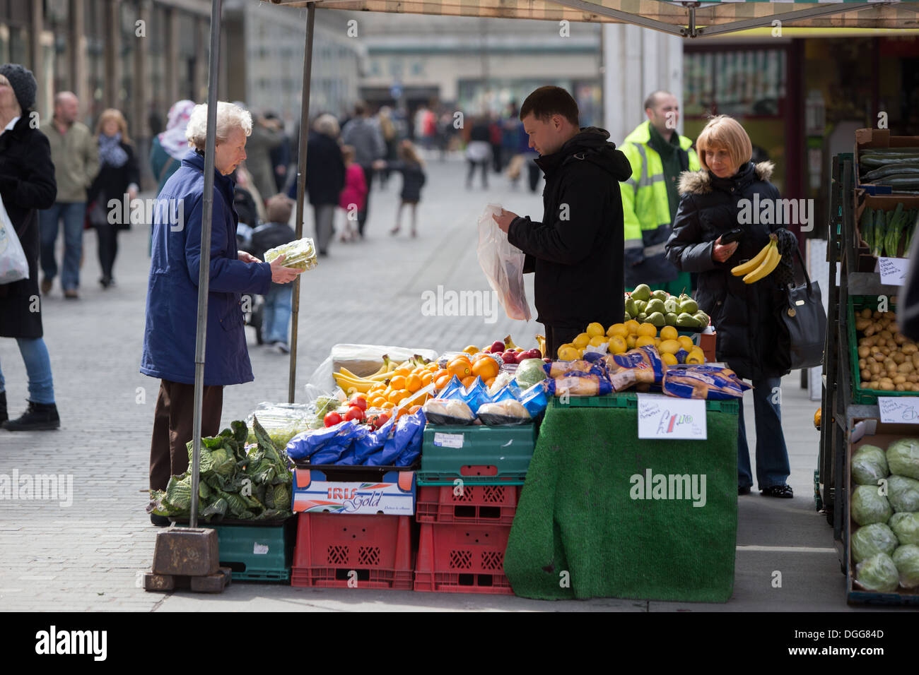 Fruit and vegetable market trader in Liverpool city centre - Stock Image