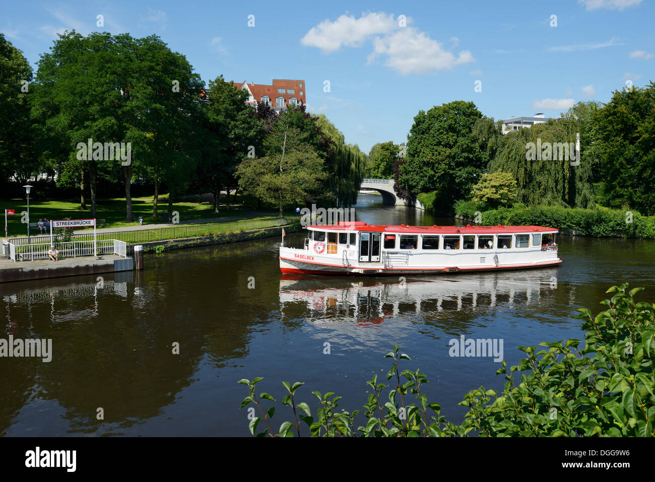 Steamer on the course of the Alster river at the towpath, pier, Streekbruecke bridge, Hamburg, Hamburg, Germany - Stock Image