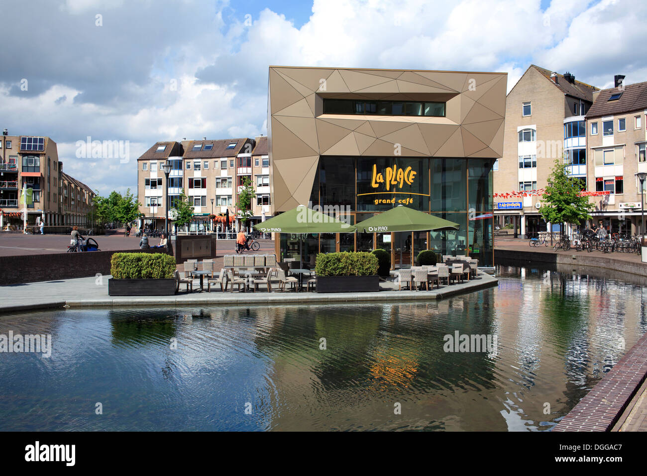 The La Place cafe and water in part of the traffic-free town centre of Houten, a Dutch new town near Utrecht, The Netherlands - Stock Image