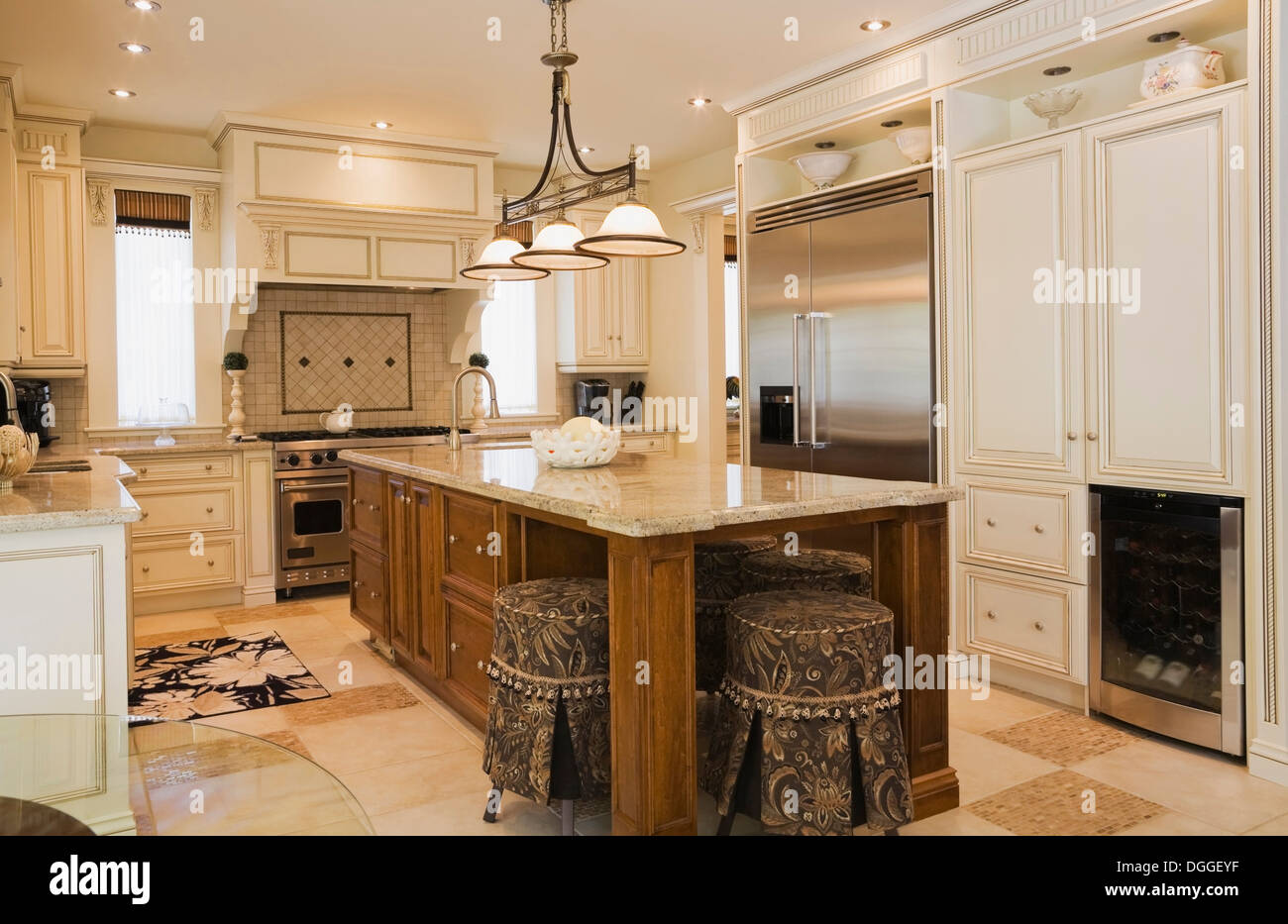 Traditionally styled kitchen with tiled floor - Stock Image