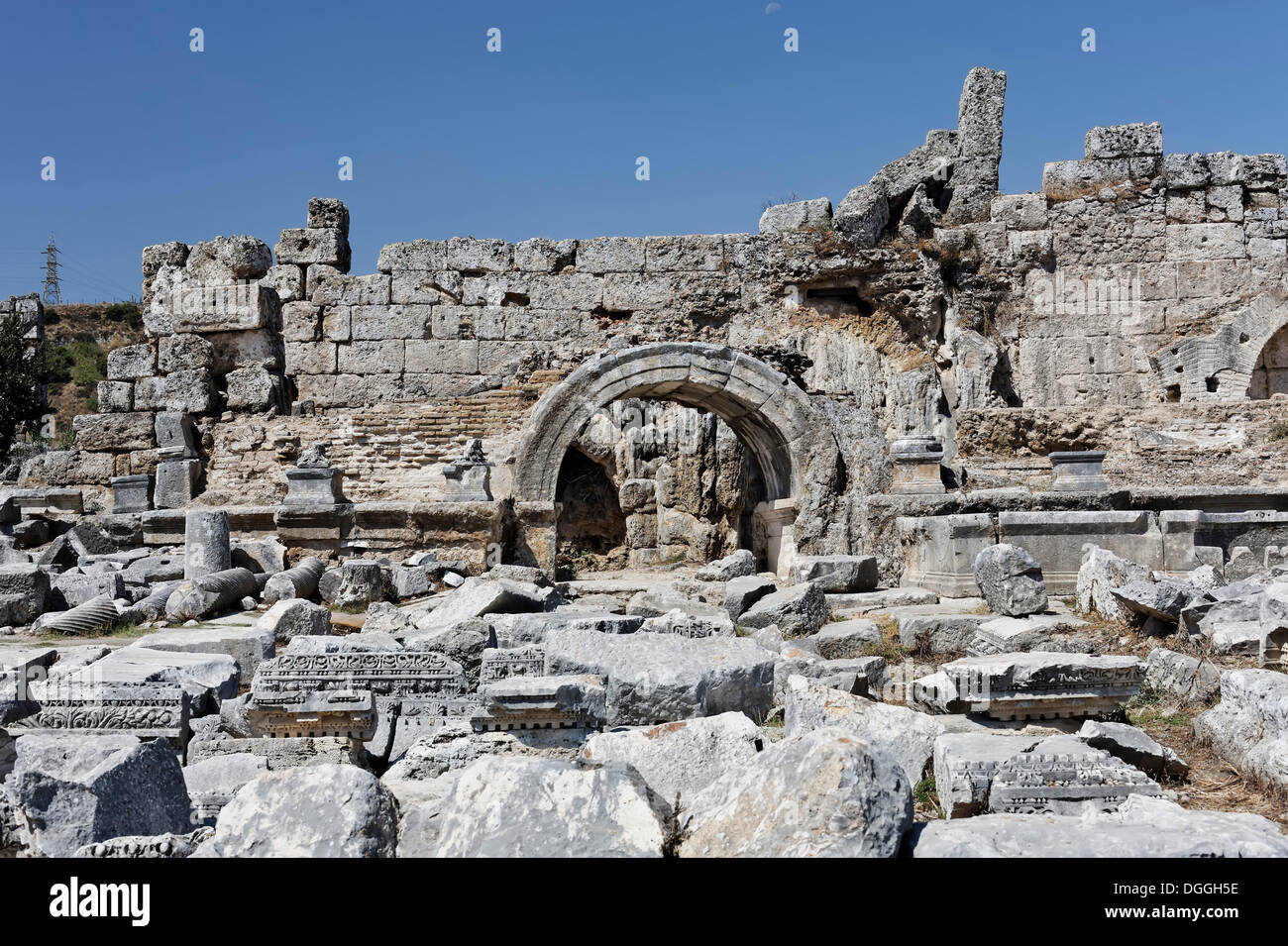 Former baths, nymphaeum and spas in the excavation site in the ancient city of Perge, Aksu, Antalya, Turkish Riviera, Turkey - Stock Image
