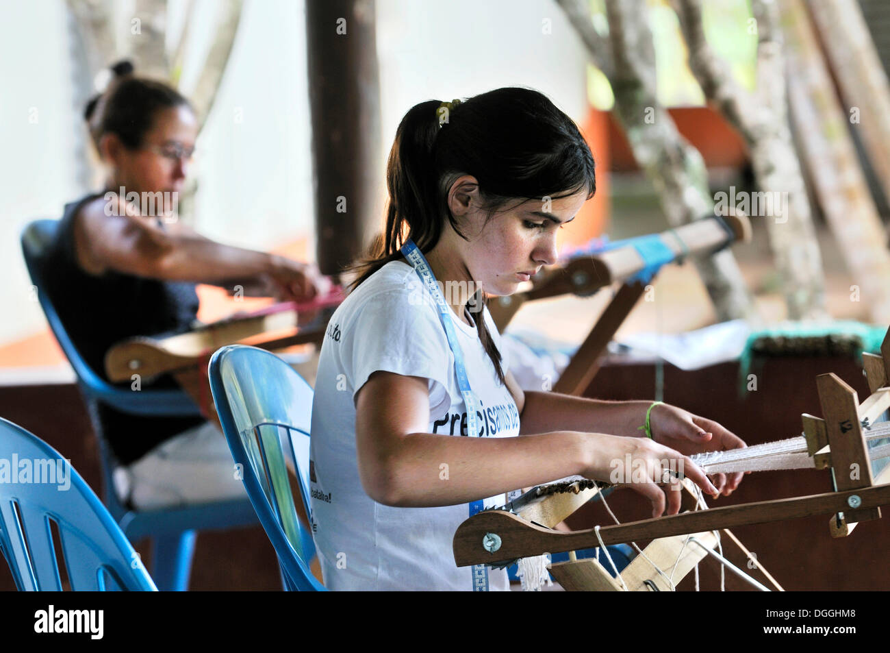 Crafts, women weaving table mats with dried banana leaves, settlement of the Brazilian Landless Workers' Movement Movimento dos - Stock Image