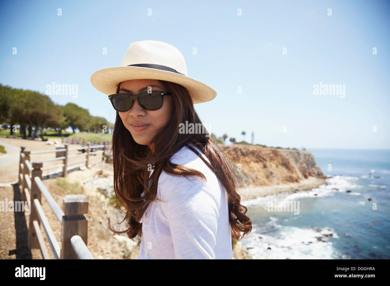 Portrait of young woman wearing sunhat, Palos Verdes, California, USA - Stock Image